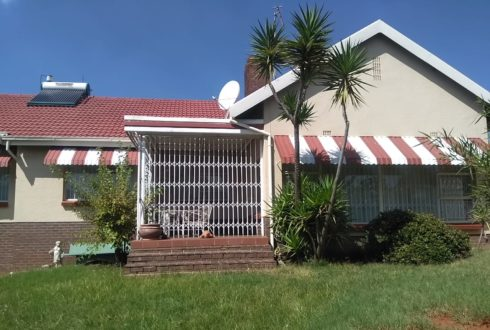 AUCTION 24 MARCH 2021- Mondeor - 4 Bedroom Dwelling